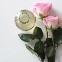 El agua de rosas es bendita